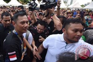 Agus Yudhoyono Hadiri Hari Batik Nasional