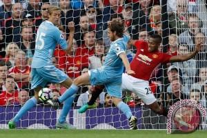 Joe Allen gagalkan Manchester United menang melawan Stoke