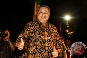 """SBY doakan Agus-Sylvi dengan """"Munajat Cinta"""""""
