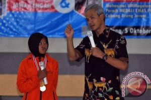 Ganjar minta bahasa Jawa tetap diajarkan sekolah