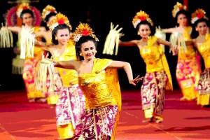 Antara doeloe: Pendapatan penari2 Bali 20.000 dollar seminggu