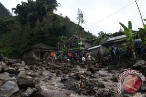 Banjir bandang terjang puluhan rumah di Madiun