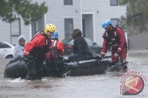 Petugas selamatkan ratusan korban di AS ketika Badai Matthew kembali ke laut