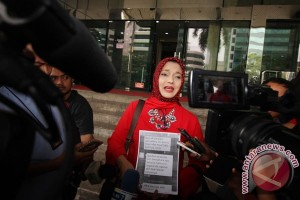 Marissa Haque Laporkan Kasus Suap Ke KPK