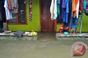 Banjir di Sukabumi kemarin membuat ratusan orang kehilangan rumah