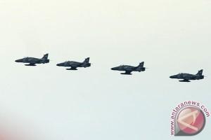 Hawk 100/200 TNI AU latihan tempur gunakan peluru kendali AGM-65 Maverick