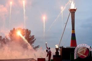 PEPARNAS - Kembang api awali upacara pembukaan