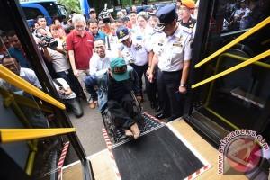 Asisten Daerah II Kota Bekasi minta warganya digratiskan naik Transjakarta