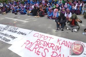 Protes Penganiayaan Mahasiswa Oleh Polisi