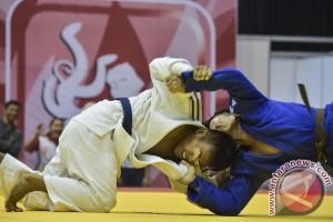 Peparnas - Atlet judo gunakan penutup mata saat bertanding