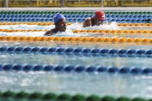 PEPARNAS - Peraih emas Wahdina belajar renang di sungai