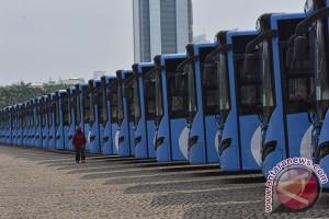 Ahok janjikan gaji tinggi untuk pengemudi Transjakarta