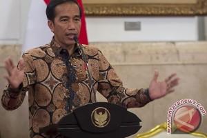 Jokowi bicara target tabungan, sekolah kejuruan, sampai kritik SPJ