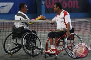 Emas Tenis Tunggal Putra Papua