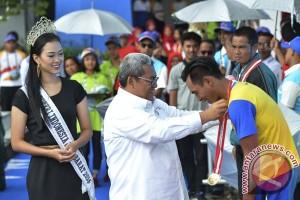 PEPARNAS - Jabar sementara pimpin perolehan medali renang