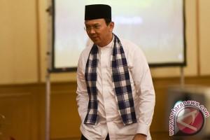 Warga Sumatera ke Balai Kota demi foto dengan Ahok