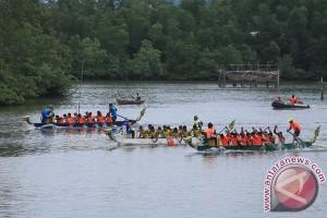 "Agam juarai lomba ""dragon boat"" di Danau Toba"