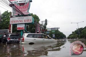 BPBD Jabar terjunkan tim ke banjir Kota Bandung