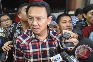 Ahok serahkan penetapan UMP 2017 kepada Plt