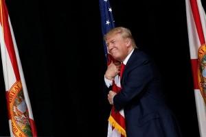 Donald Trump ejek kebijakan perdagangan Hillary Clinton