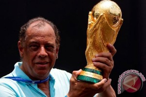 Mengenang Carlos Alberto sang legenda dan kapten abadi Brasil