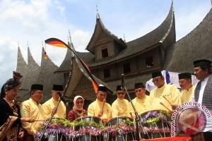 Padang tuan rumah pertemuan suku Caniago se-Indonesia