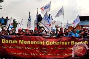 Buruh di Garut gelar jalan santai sambut May Day