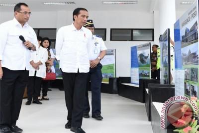 Membangun konektivitas dari bandara sampai tol laut