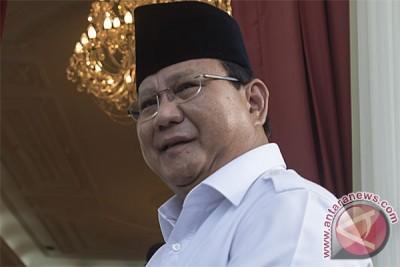 Prabowo ragukan hasil lembaga survei