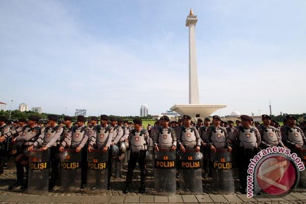 4.000 Tentara Dan Polisi Apel Pilkada Di Monas