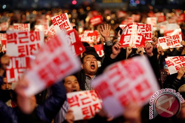 Puluhan Ribu Demonstran Tuntut Pengunduran Diri Presiden Korsel