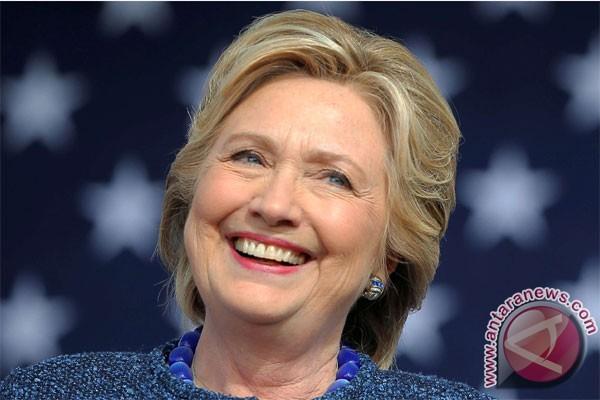 Jelang Pilpres, Patung Trump Clinton Dijual Di Barcelona