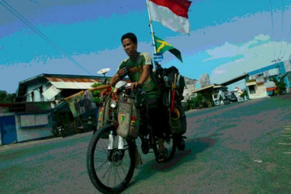 Kakek Usia 105 Tahun Bersepeda 22.547 Km Dalam Sejam