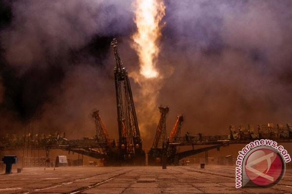 Rusia luncurkan pesawat antariksa Soyuz berawak internasional