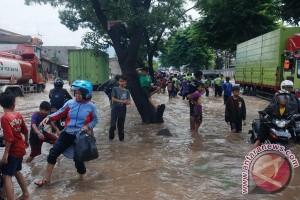 Jalan Bandung-Garut macet akibat banjir Kahatex