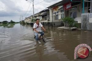 Banjir rendam ribuan rumah di Karawang dan Tangerang