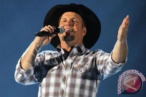 Garth Brooks berjaya pada Country Music Awards, Beyonce memukau