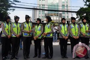 Seratusan Polwan negosiator kawal demo di parlemen