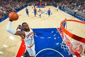 """Double-double"" LeBron James jaga catatan tak terkalahkan Cavaliers"