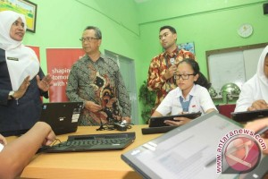 Fujitsu uji coba education support system di SMA 74 Jakarta