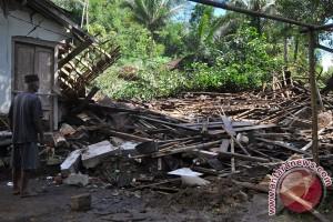 Tiga rumah di Borobudur tertimpa longsor