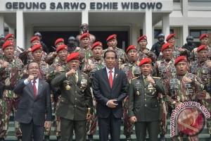 Presiden Jokowi sambangi markas Paskhas dan secapa AD