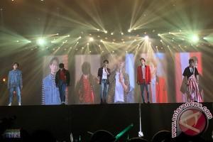SHINee tampil penuh warna semalam
