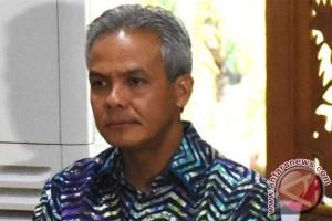 Gubernur Ganjar sebut bangunan kantor pelayanan Batang jelek sekali