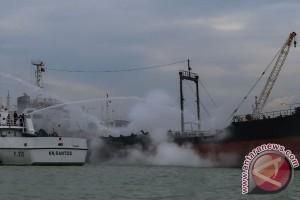 Kapal kelas LCT meledak, seorang mekanik tewas
