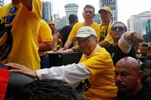 Kuala Lumpur dipenuhi demonstran kaos merah dan kaos kuning