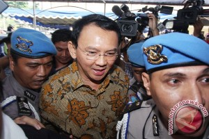 Ahok arrives in Indonesian Police HQ for questioning