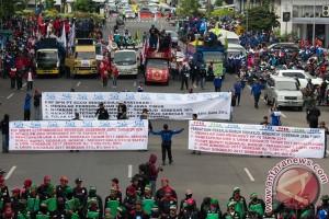Unjuk Rasa Buruh Di Surabaya