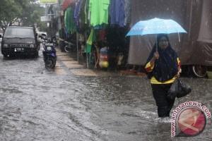 Hujan sejak kemarin picu banjir rendam ratusan rumah di Cilacap