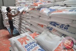 Bulog Surakarta pasok beras ke Sumbar